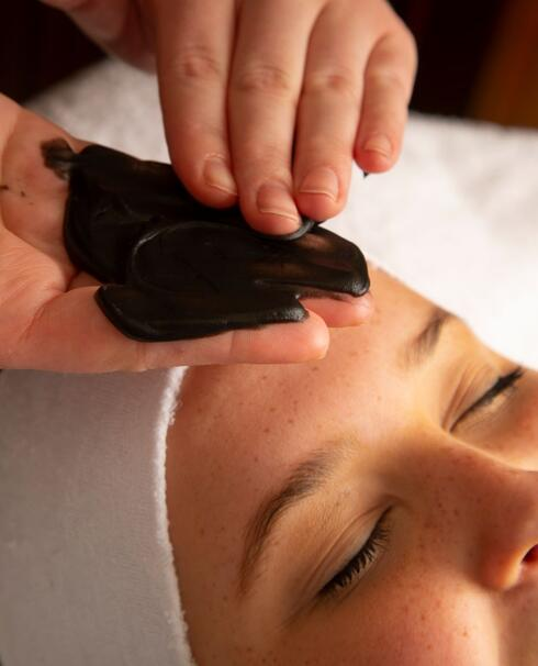 Picking the Perfect Elemis Facial to Care for Your Skin This Autumn
